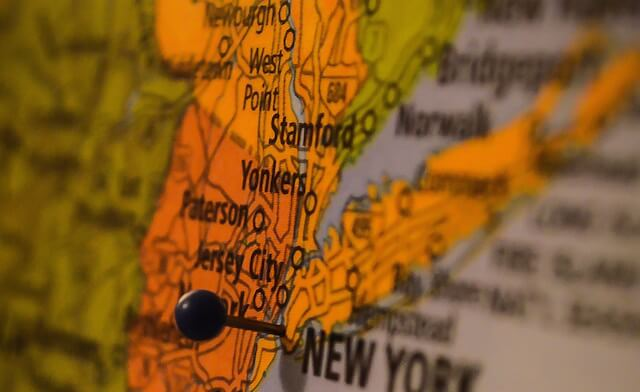 Map with pin on New York