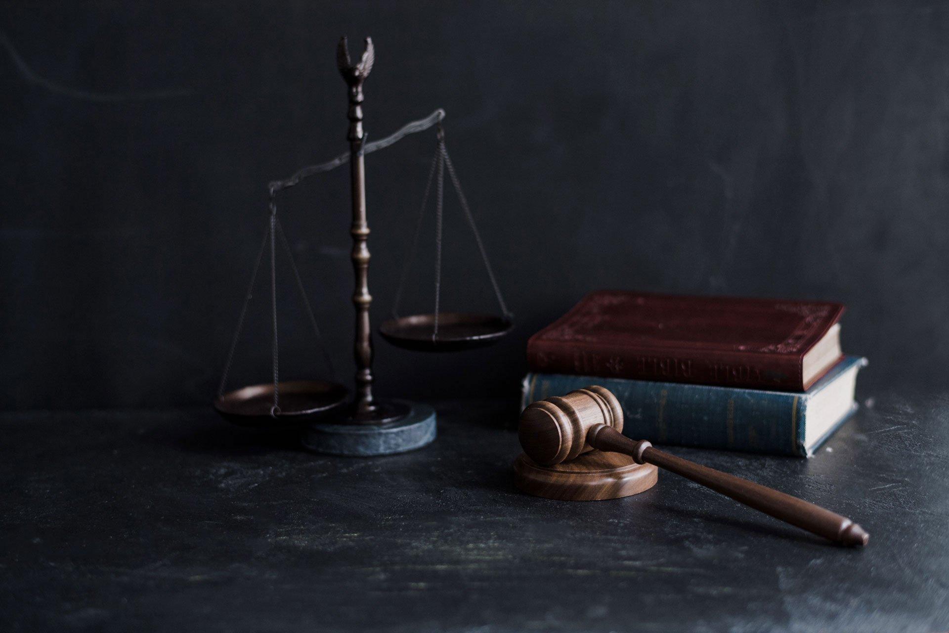 محامي في الإمارات
